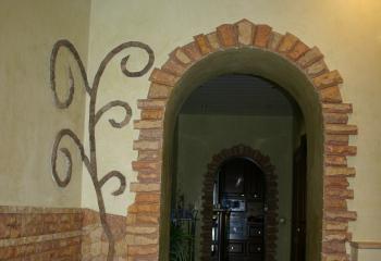 Дверная арка из камня известняка