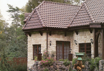 Облицовка дома серым известняком