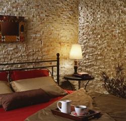 использование натурального камня в интерьере спальни серый известняк